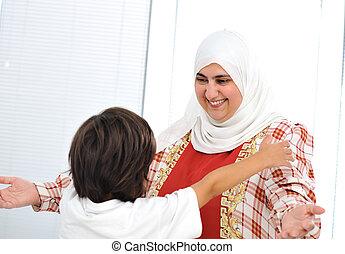 арабский, мусульманка, мама, сын