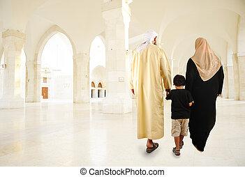 арабский, indoor, гулять пешком, мусульманка, семья