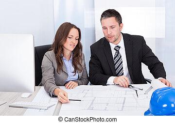 архитектор, discussing, два