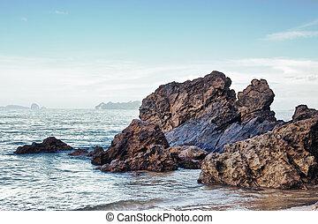берег, скалистый