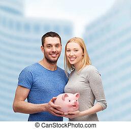 большой, пара, поросенок, держа, улыбается, банка