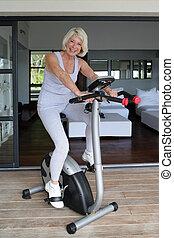 велосипед, женщина, упражнение, с помощью, старшая
