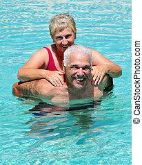 весело, старшая, бассейн
