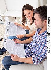 газета, пара, чтение
