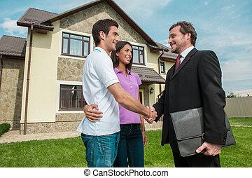 газон, owners., по рукам, продавец, пара, рукопожатие, молодой, за пределами, руки, имущество, shaking