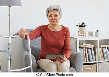 главная, старшая, сидящий, женщина