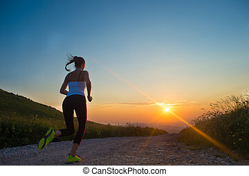 гора, женщина, лето, бег, закат солнца, дорога