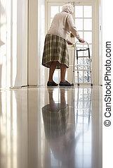 гулять пешком, женщина, рамка, пожилой, с помощью, старшая