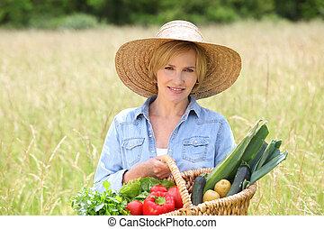 гулять пешком, женщина, солома, vegetables, поле, через, корзина, шапка