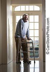 гулять пешком, рамка, пожилой, с помощью, старшая, человек