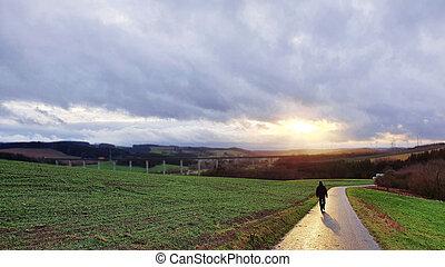 гулять пешком, sunset., человек, поле, весна