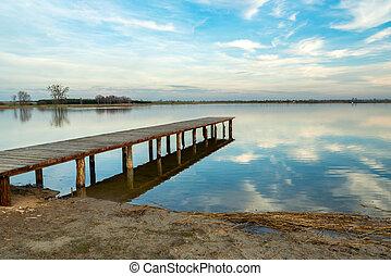 длинный, мол, отражение, clouds, озеро, towards, деревянный, спокойный, воды