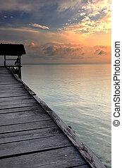 док, закат солнца, лодка