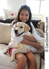 ее, домашнее животное, собака, азиатский, девушка, счастливый