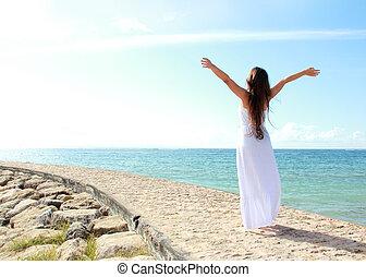 женщина, ее, relaxing, открытый, arms, свобода, enjoying, пляж