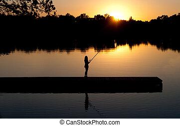 женщина, закат солнца, ловит рыбу