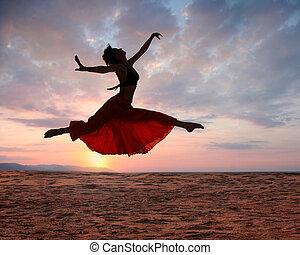 женщина, закат солнца, прыжки