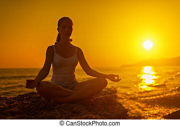 женщина, лотос, поза, meditating, закат солнца, пляж