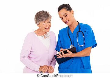 женщина, молодой, дружелюбный, помощь, старшая, медсестра