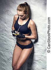 женщина, музыка, привлекательный, прослушивание, фитнес