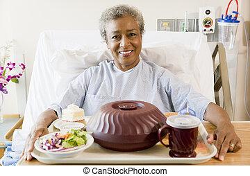 женщина, сидящий, питание, больница, постель, старшая, лоток
