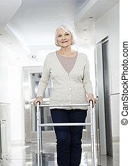 женщина, центр, восстановление, ходок, с помощью, старшая