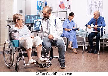 женщина, disablity, отключен, старшая, гулять пешком