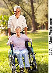 заботливая, принятие, середине, сын, мама, старшая, ходить, возраст