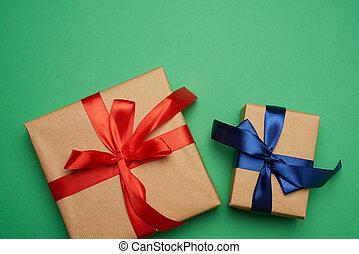 завернутый, красный, коричневый, синий, boxes, tied, зеленый, gifts, задний план, бумага, лук