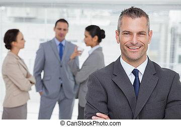 задний план, posing, менеджер, улыбается, сотрудников