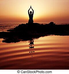 закат солнца, йога