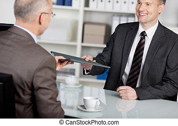 интервью, улыбается, заявитель, работа