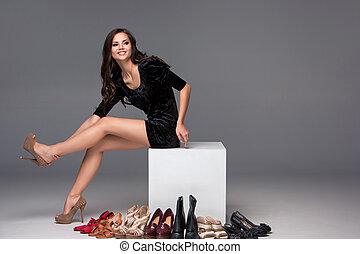 картина, женщина, обувь, сидящий, высокая, heeled, пытаясь