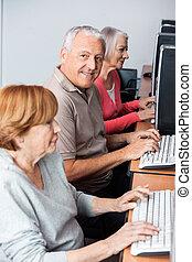 класс, компьютер, с помощью, старшая, счастливый, человек