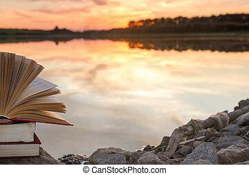 копия, school., природа, пространство, небо, назад, против, размытый, background., books, закат солнца, light., книга в твердой обложке, фон, стек, образование, открытый, книга, пейзаж