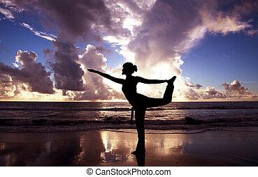 красивая, пляж, женщина, йога, восход