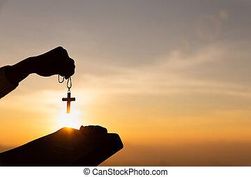 кристиан, библия, руки, святой, закат солнца, легкий, женщина, держа, силуэт, пересекать, лифт, background., молодой