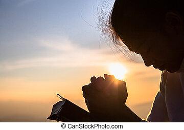 кристиан, силуэт, praying, религия, открытый, пересекать, женщина, библия, восход, концепция, молодой, background.