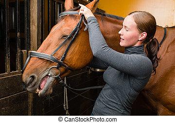 лошадь, уздечка