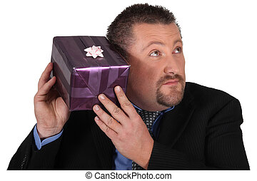 любопытный, человек, подарок, пакет