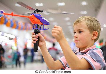 магазин, мальчик, игрушка, вертолет