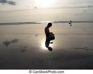 мальчик, пляж, закат солнца, reflections