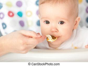 мама, feeds, детка, ложка, веселая