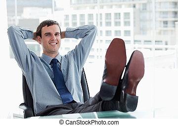 менеджер, relaxing, улыбается