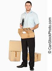 над, после, handing, пакет, улыбается, буфер обмена, наемный рабочий, молодой