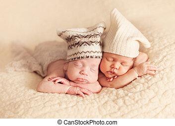 новорожденный, двойняшки