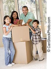 новый, boxes, улыбается, семья, главная