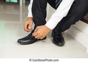 обувь, завязывание, человек