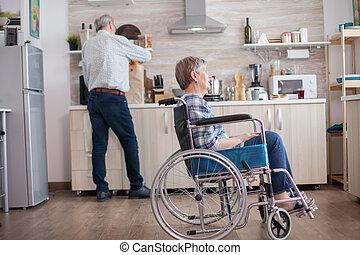 отключен, сидящий, инвалидная коляска, кухня, женщина, старшая