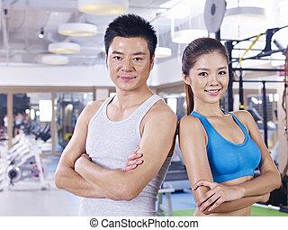 пара, гимнастический зал, молодой